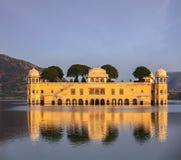 Jal Mahal (дворец воды).  Джайпур, Раджастхан, Индия стоковая фотография