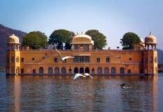 Jal Mahal jest pałac na mężczyzna Sagar jeziorze, Jaipur, India zdjęcia royalty free