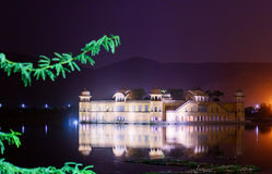 Jal Mahal palace at night in Jaipur Stock Photos