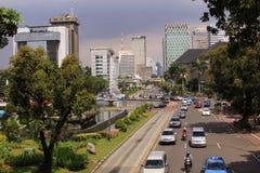 Jalan Medan Merdeka, em Jakarta em um dia ensolarado Imagens de Stock Royalty Free