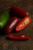Jalapenos rouges et verts Images libres de droits