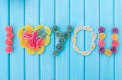 Jalea de fruta revestida del azúcar en la tabla Foto de archivo libre de regalías