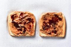 Jalea de la mantequilla de cacahuete en tostada Fotos de archivo