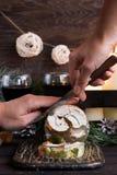 Jalea rusa tradicional del pollo a la tabla del ` s del Año Nuevo Foto de archivo