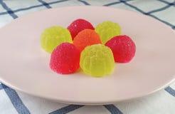 Jaleas de fruta dulces en la placa Fotografía de archivo