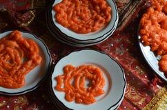 Jalebi印地安漏斗结块甜点 库存图片