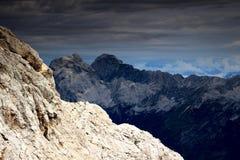 Jalovec i Mangart osiągamy szczyt od skłonów Kanjavec, Juliańscy Alps Zdjęcia Stock