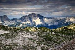 Jalovec i Mangart osiągamy szczyt w pogodnym ranku, Juliańscy Alps Zdjęcie Stock