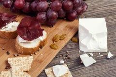Jamón delicioso en el pan con el queso blanco Fotografía de archivo libre de regalías