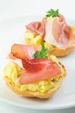 Jamón y bocadillo de los huevos Foto de archivo libre de regalías