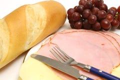 Jamón y queso w/bread y uvas Fotografía de archivo