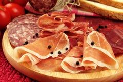 Jamón y salami italianos Imágenes de archivo libres de regalías