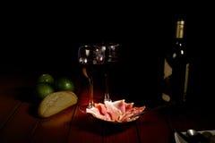 Jamón y vino rojo Imagenes de archivo