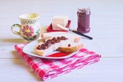 Jam met melk en boter voor ontbijt Stock Foto