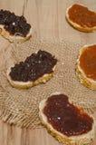 Jam op brood op hout Royalty-vrije Stock Foto's