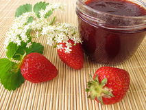 Jam with strawberries and elderflowers Royalty Free Stock Images