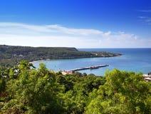 jamaïca Het overzees in de zonnige dag en de bergen royalty-vrije stock afbeelding