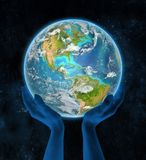 Jamaïca op aarde in handen Stock Foto's