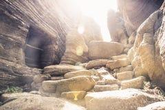 Jama okopy przy kamienną ścieżką Japoński wojsko opuszczali od wojna na pacyfiku przy Yongmeori plażą, Ro, Jeju wyspa, Południowy Zdjęcie Stock