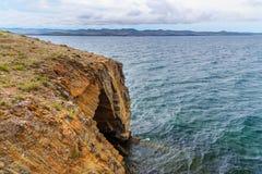 Jama w przylądku Uyuga Maloe Bardziej na Jeziornym Baikal Rosja Obrazy Stock