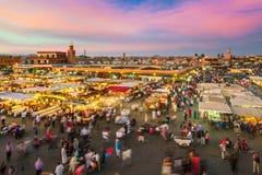 Jamaa el Fna日落的集市广场,马拉喀什,摩洛哥,北非 免版税库存图片