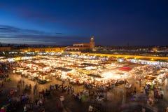 Jamaa el Fna黄昏的集市广场,马拉喀什,摩洛哥,北非 免版税库存照片