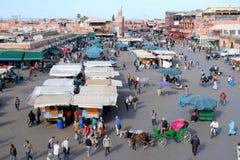 Jamaa el Fna en fyrkant i Marrakesh Marocko royaltyfri bild