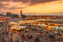 Jamaa el Fna marknadsfyrkant i solnedgång, Marrakesh, Marocko, Nordafrika Arkivbilder