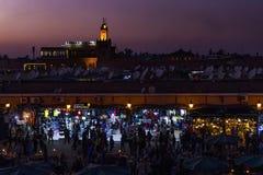 Jamaa el Fna på solnedgången i Marrakech, Marocko Arkivfoton