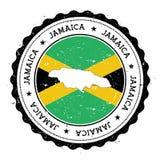 Jamaica översikt och flagga i den rubber stämpeln för tappning av Royaltyfri Bild