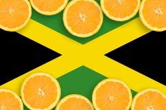 Jamaica flagga i citrusfruktskivahorisontalram arkivfoton