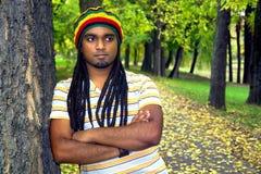 Jamaicaan in park Stock Fotografie