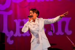 Jamala sångare, på konserten för Vinnytsia stadsdag Royaltyfri Foto