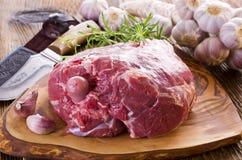 Jambe crue d'agneau Photo stock