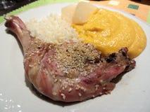 Jambe de canard avec la purée de sésame et de potiron Image stock