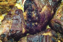 Jambe de porc soutenue avec le chou et les pommes Photos stock