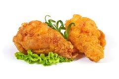 Jambe de poulet frit croustillante panée sur un fond blanc Photo stock