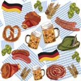Jambe de saucisses de nourriture d'houblon de bière de modèle de la Bavière d'Oktoberfest joyeuse Allemagne sur le fond du drapea Photos stock