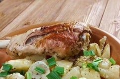 Jambe de Turquie avec les pommes de terre cuites au four Images stock