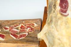 Jambe ibérienne de jambon de WWECured, jambon de bellota Nourriture espagnole gastronome Photographie stock