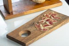 Jambe ibérienne traitée de jambon, jambon de bellota Nourriture espagnole gastronome Image stock