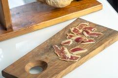 Jambe ibérienne traitée de jambon, jambon de bellota Nourriture espagnole gastronome Photos libres de droits