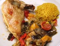 Jambe rôtie de poulet avec des légumes Image libre de droits