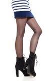 Jambes attrayantes de femme dans les bottes Photos libres de droits