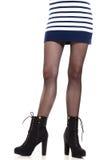 Jambes attrayantes de femme dans les bottes Images stock