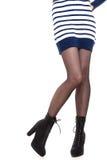 Jambes attrayantes de femme dans les bottes Photographie stock
