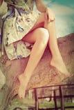 Jambes aux pieds nus de femme Photographie stock libre de droits
