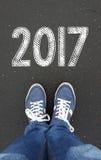 Jambes avec le signe de l'été 2017 Photo stock