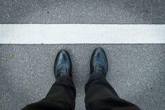 2 jambes avec les chaussures et l'espace des textes Images libres de droits