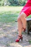 jambes croisées sinueuses de plus de la femme 40 Images libres de droits